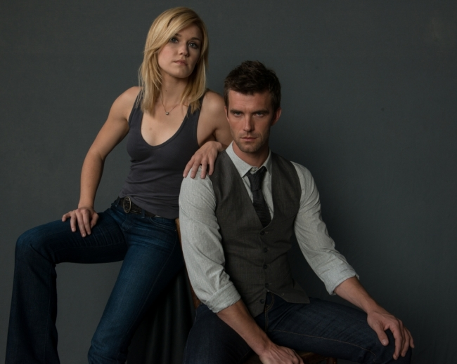 Season-3-Cast-Promotional-Photo-Emily-Rose-Lucas-Bryant-haven-32199733-1000-799